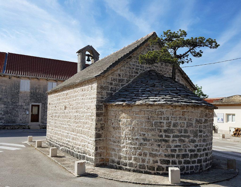 Kerk op het eiland Bac bij Split