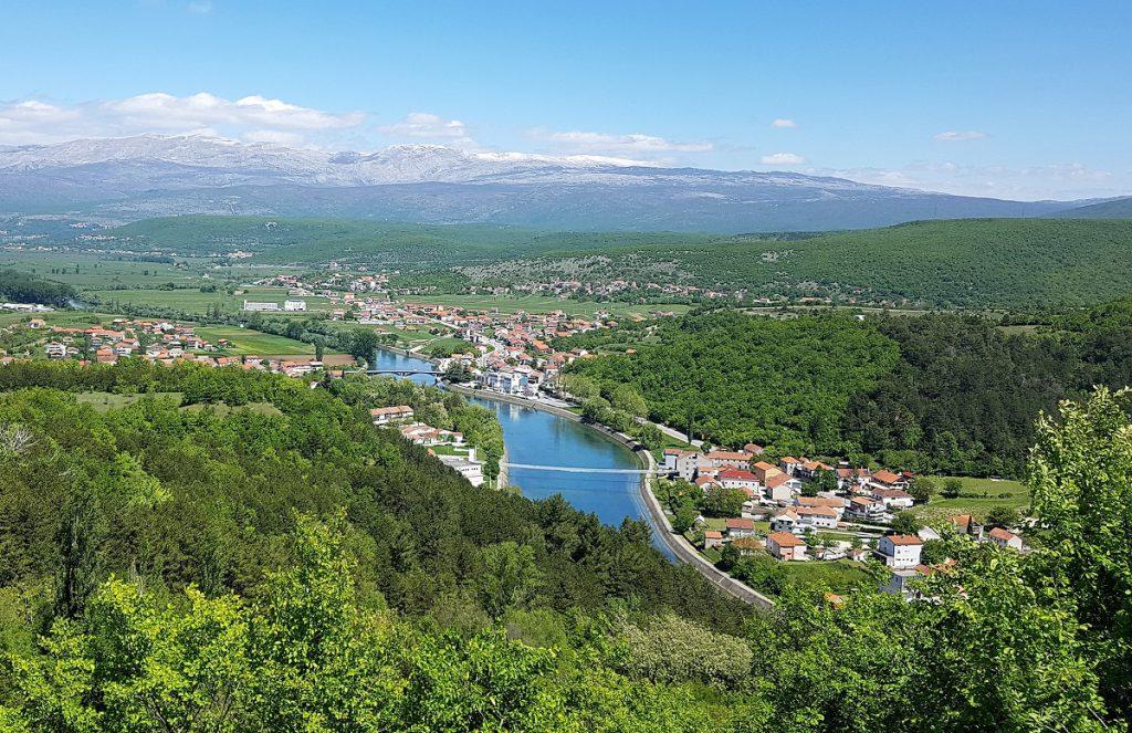 Uitzicht op de rivier Cetina